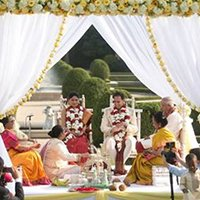 indian wedding couple in mandap