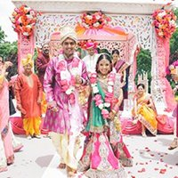 indian marriage couple in mandap