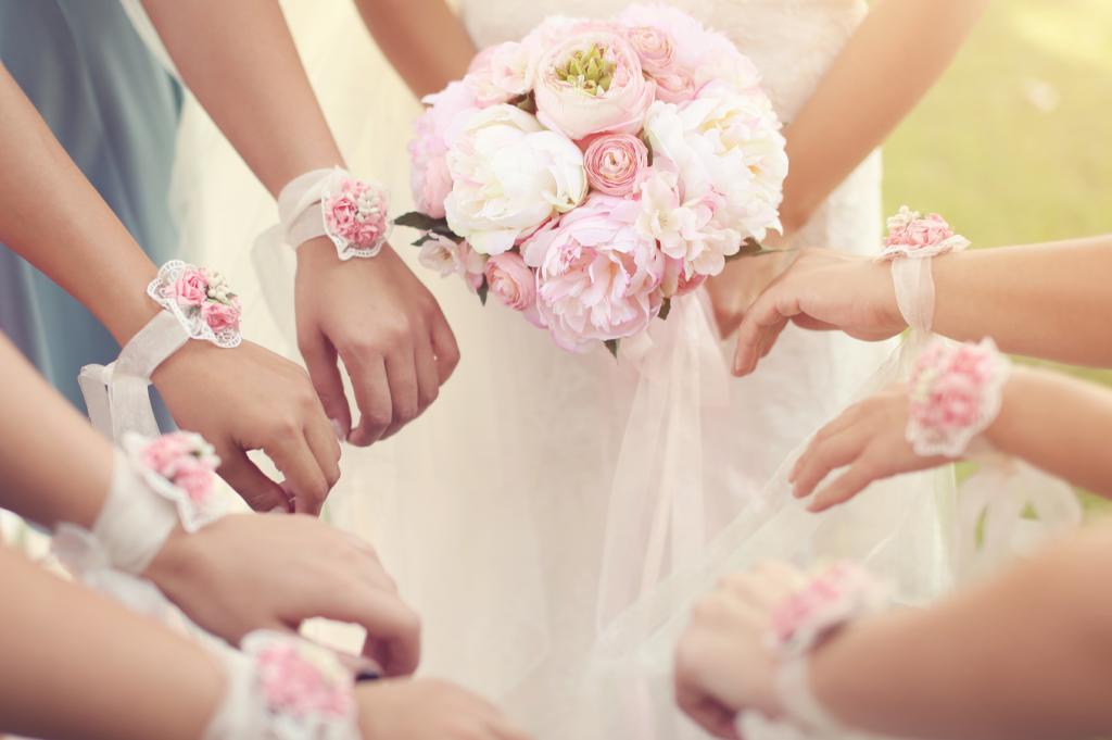 Planning a glamorous wedding